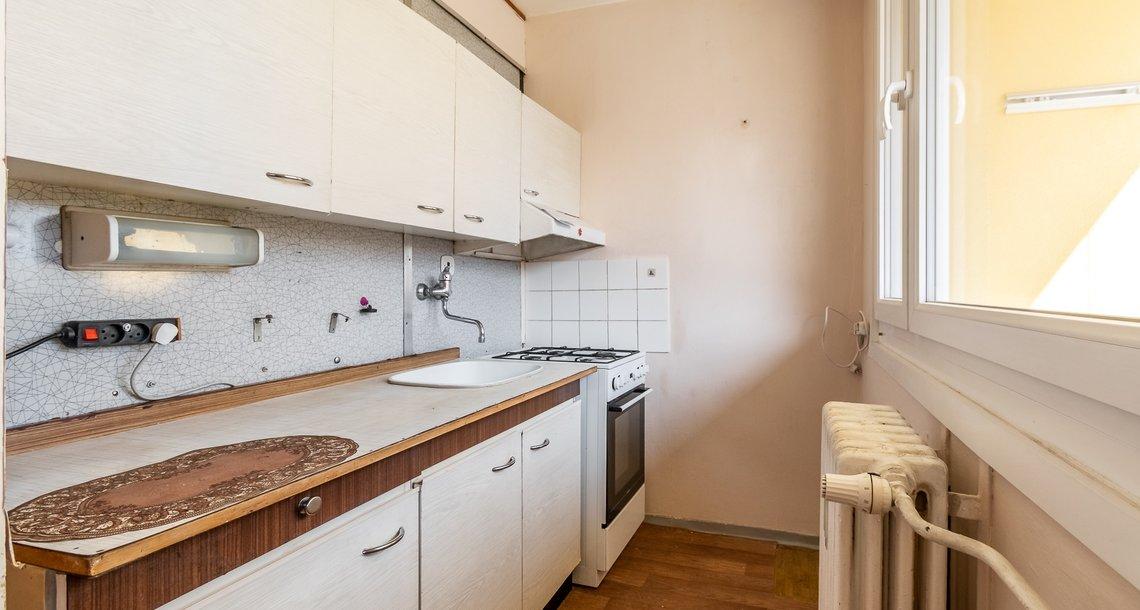 kuchyň s oknem