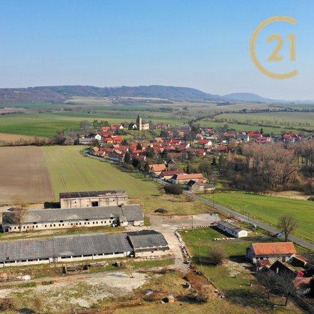 Prodej komerčního areálu 18164m se třemi halami v obci Starkoč