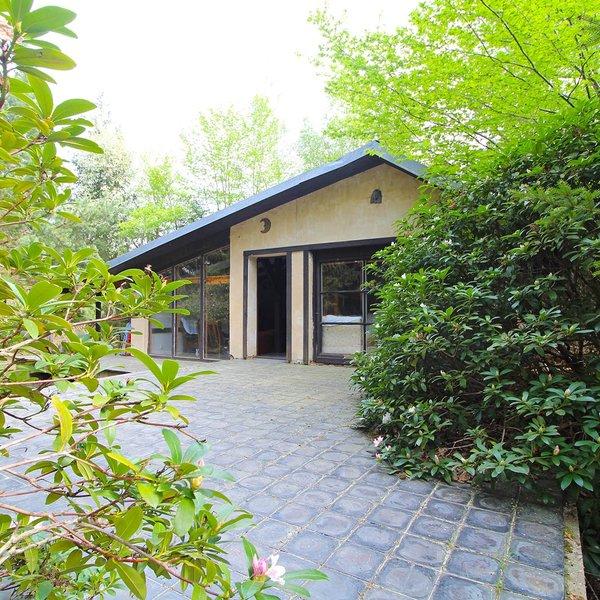 Prodej chaty 51 m² - s velkou terasou v lesích, Štěchovice - Masečín