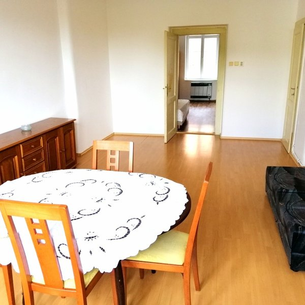 Prostorný světlý klidný byt 2+1 / 59 m2
