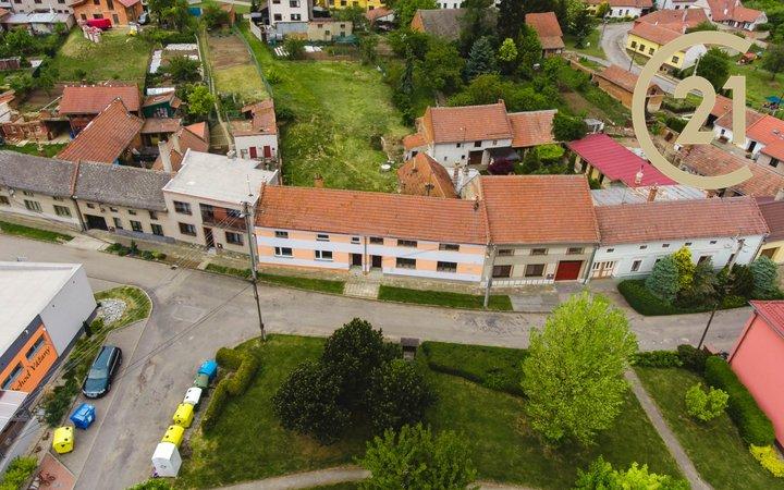 Exkluzivní prodej dvou domů se třemi bytovými jednotkami k rekonstrukci