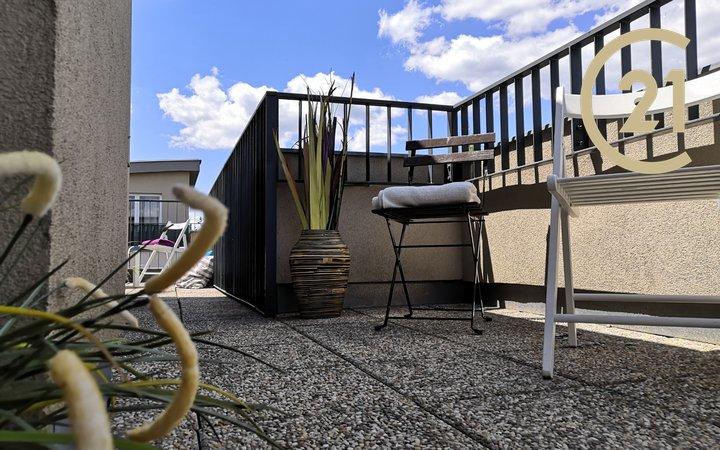 Moderně pojaté bydlení s nádhernou terasou  o ploše 35 m2, sklepem, parkovacím stání