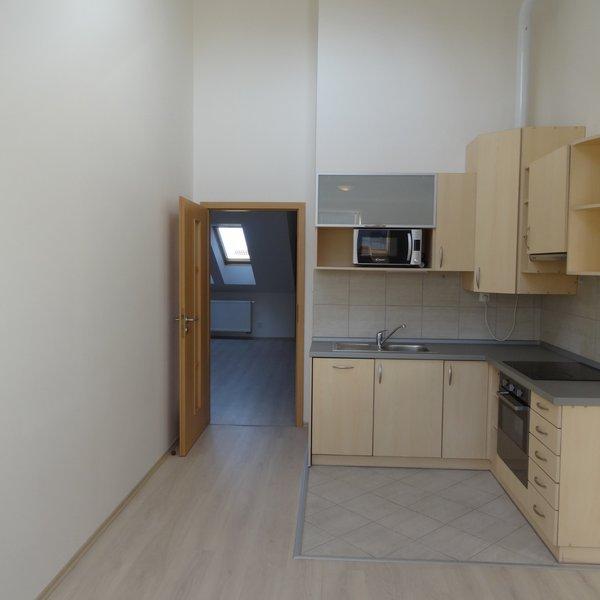 Zrekonstruovaný byt 3+1, 87 m2, č. 10, Skrétova 38