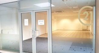 Pronájem komerčních prostor  84 m2 pasáž NA ZÁMECKÉ Benešov