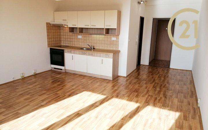 Pronájem slunného bytu 2+kk s krásným výhledem