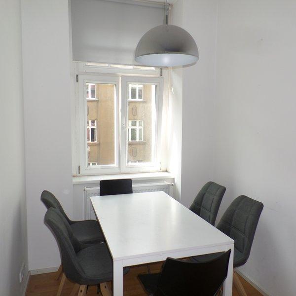 Pronájem bytu 2+kk, v cihlovém domě, Praha 6 - Bubeneč