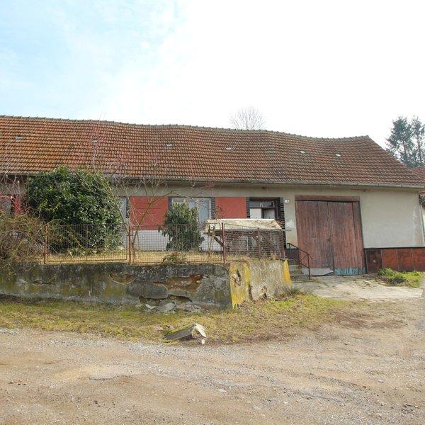 Rodinný dům k totální rekonstrukci, spíš k demolici, ZP 671 m2, zahrada 876 m2