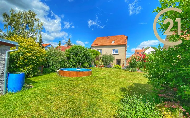 Krásný rodinný dům 5+3 s nádhernou zahradou 721m2 Hostivice