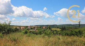 Krásný stavební pozemek s výhledem, 1400m2 v obci Habrůvka