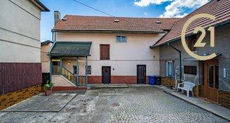 Prodej rodinného domu 448m v ulici Zámecká Jirny