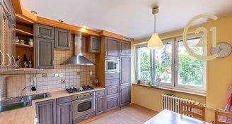 světlý byt 2+1 (možno 3+kk), 61m², 2.p, po rekonstrukci, Praha 10 - Vršovice, OV