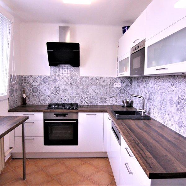 Prodej bytu 2+kk/ 58 m² s balkonem, ul. Rumunská, Čelákovice