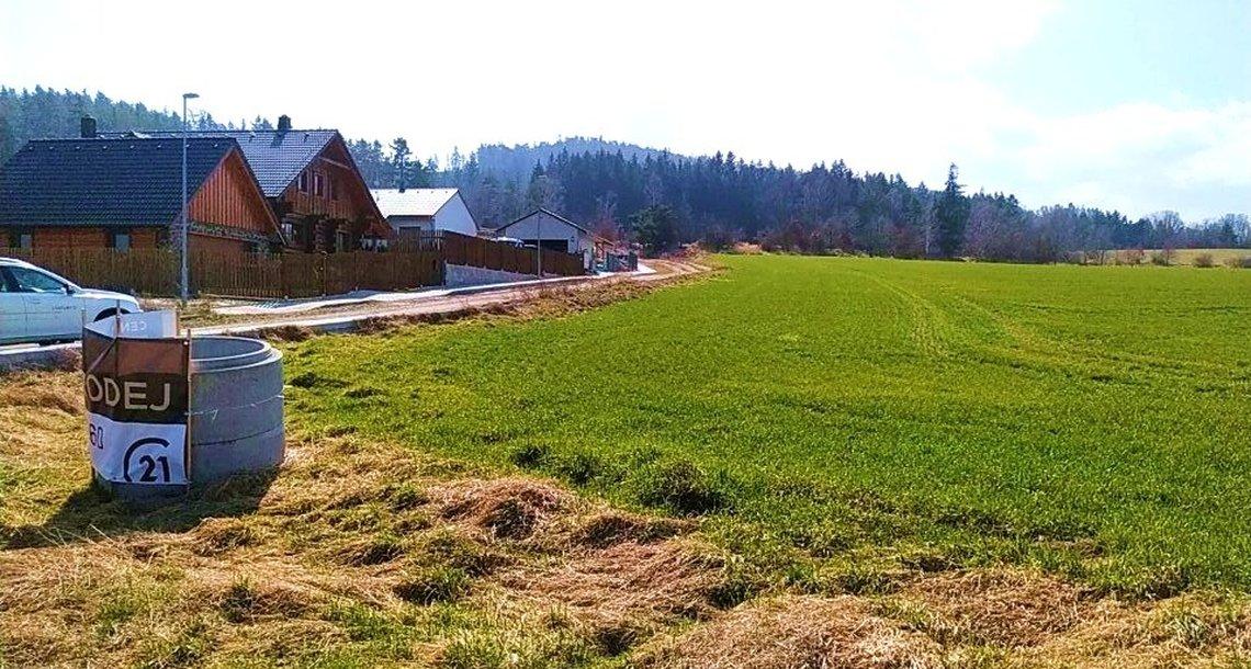 prodej-pozemky-pro-bydleni-3724m2-strakonice-sousedovice-img-20210326-111100-2e8ce8 (1)