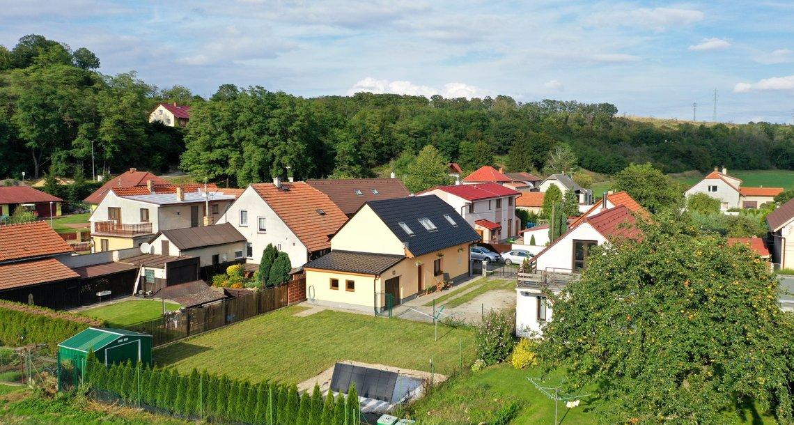 Letecký pohled na dům se zahradou
