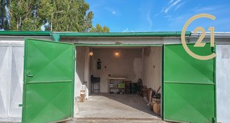 Prodej garáže s nádvořím 42 m²