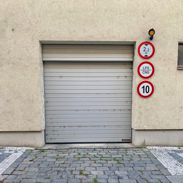 Pronájem, 2 x garážové stání, 2x 12m² - ul. Magistrů , P4