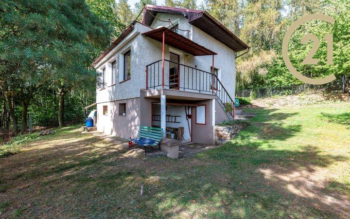 třípodlažní zděná chata, 3kk+terasa, garáž a sklep, pozemek 736m2 - CHKO Křivoklátsko, les, rybníky, výhled