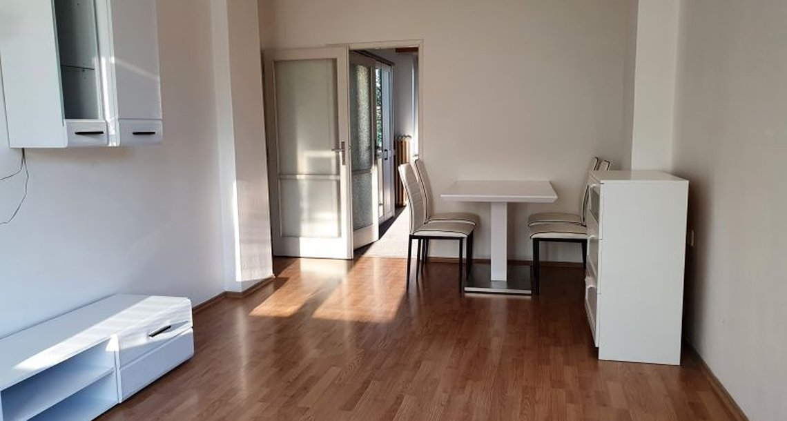 obývací pokoj s jídelním koutem