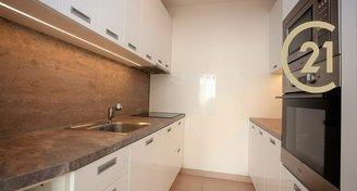 Pronájem zrekonstruovaného bytu 2+kk, Praha 6 - Řepy