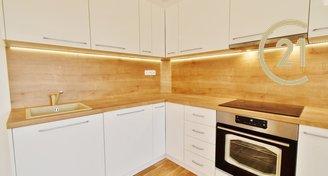 Pronájem bytu po rekonstrukci 3+kk s balkónem a parkováním v ceně, 65 m² - ul. Provazníkova -Brno - Černá Pole