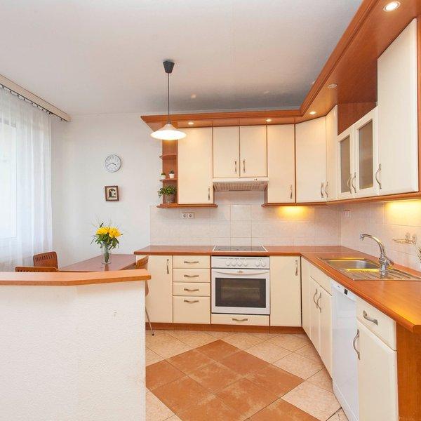 Pronájem hezkého bytu 3+1 s lodžií, 62 m2, Praha 9-Prosek