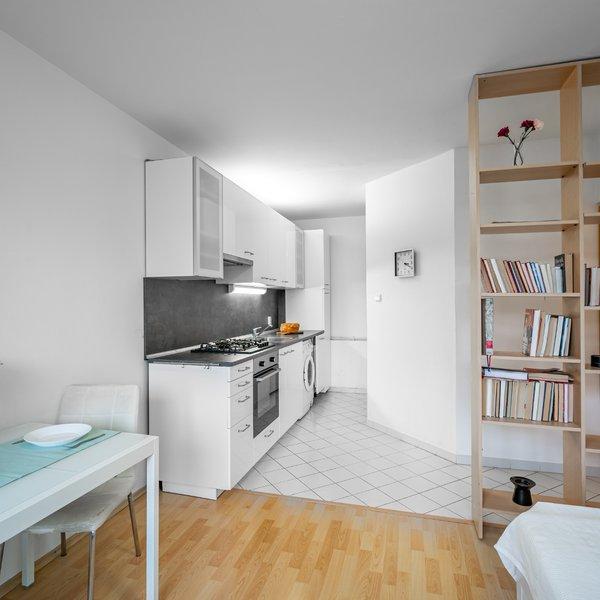 Světlý byt v blízkosti metra, 2+kk,  41m2