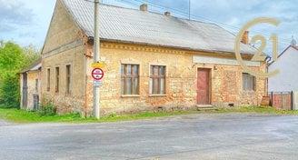 Historický kulturní rodinný dům s pozemkem 706m2, Neprobylice u Slaného