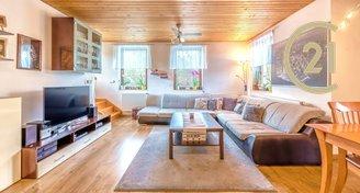 Nabízíme prostorný, patrový, rodinný dům ve Světicích, s výbornou dostupností Prahy