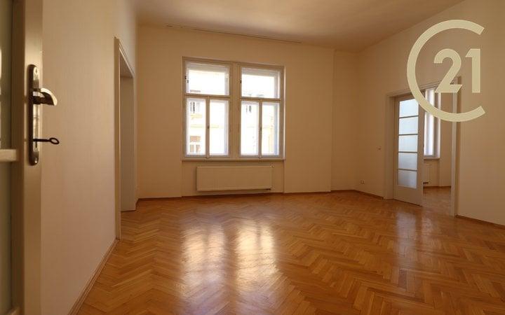 Prodej zrekonstruovaného bytu 3+kk, 83 m², kousek od Vltavy