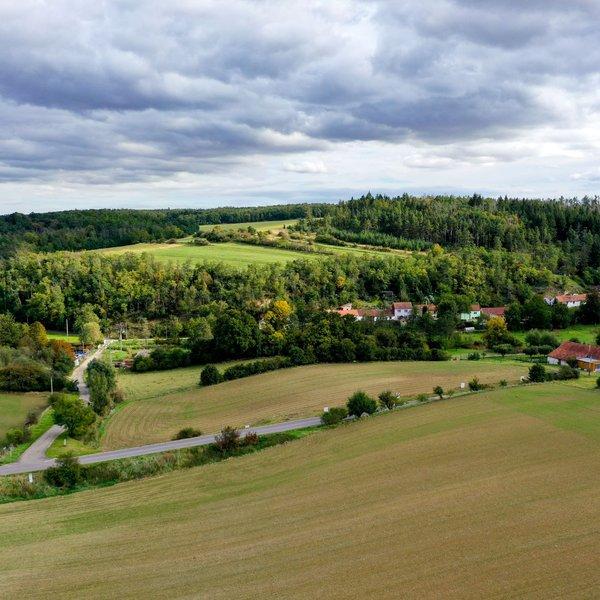 Prodej pozemku 923 m², Hluboké Mašůvky