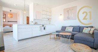 Kompletně zařízený bezbariérový byt v centru Brna s parkovacím stáním a terasou