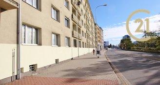 Pronájem zrekonstruovaného cihlového bytu s balkonem 2+kk (3+kk) 55 m2, ulice Poříčí, Brno - Staré Brno.