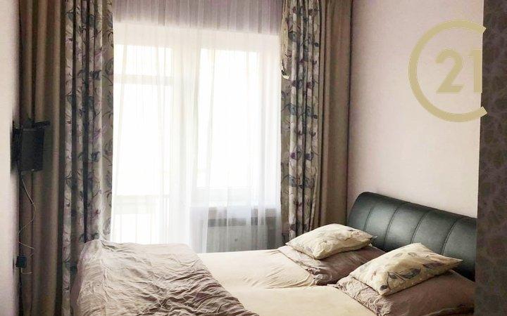 Útulný zařízený byt 2+kk s balkonem, komorou v bytě vč. zařízení, ihned volný