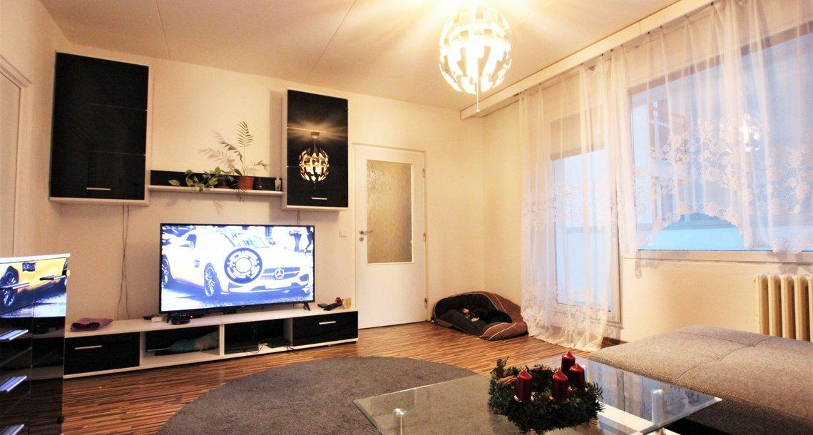 Obývací pokoj s balkonem