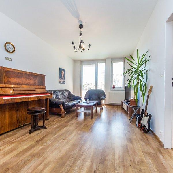 Světlý byt 2+kk/B 5 m2/Sklep/Gar. stání (58 m2), Bechlínská, Praha 9 - Letňany