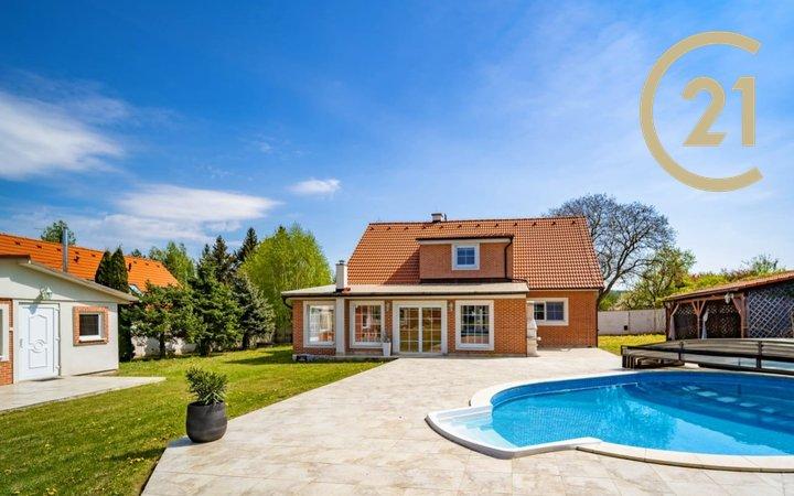 Rodinný dům 242 m2 + 55 m2, pozemek 2 149 m2