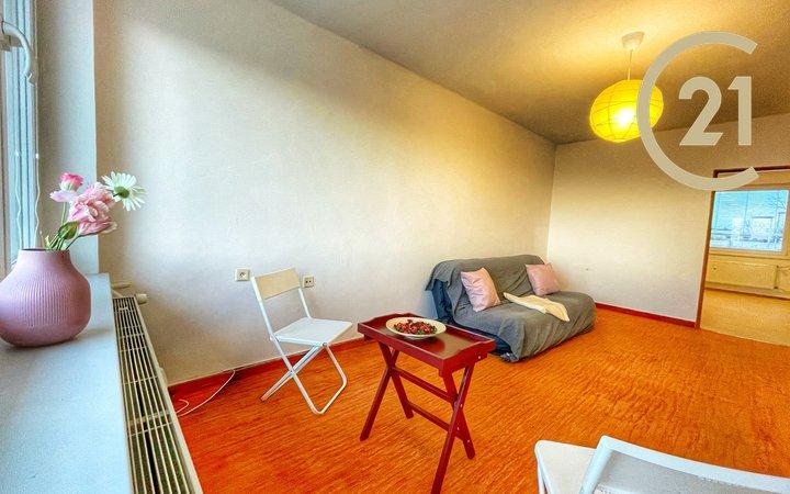 Krásný a slunný byt 3+1 75m2 s lodžií a garáží v OV, Slaný