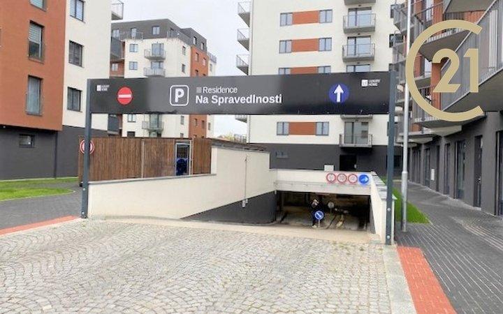 Pronájem vnitřních garážových stání, Pardubice, Rokycanova
