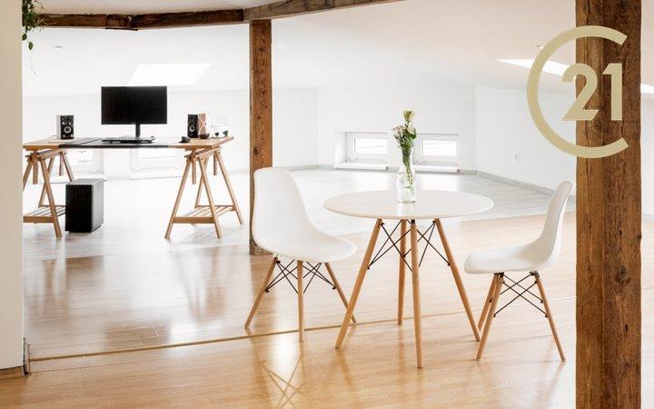 Prodej podkrovního bytu 104 m2 = 2+1