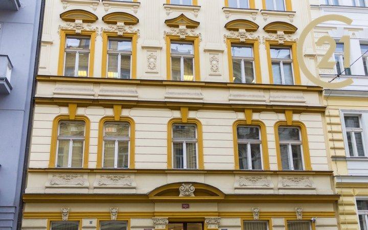 Pronájem kanceláře 52m2 v ulici Wenzigova – Praha 2