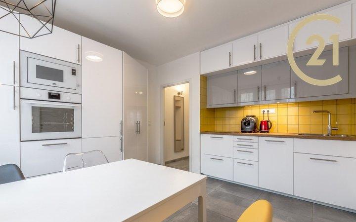 Prodej kompletně zrekonstruovaného bytu 2+1, s ideální dispozicí, Praha 15, Hostivař