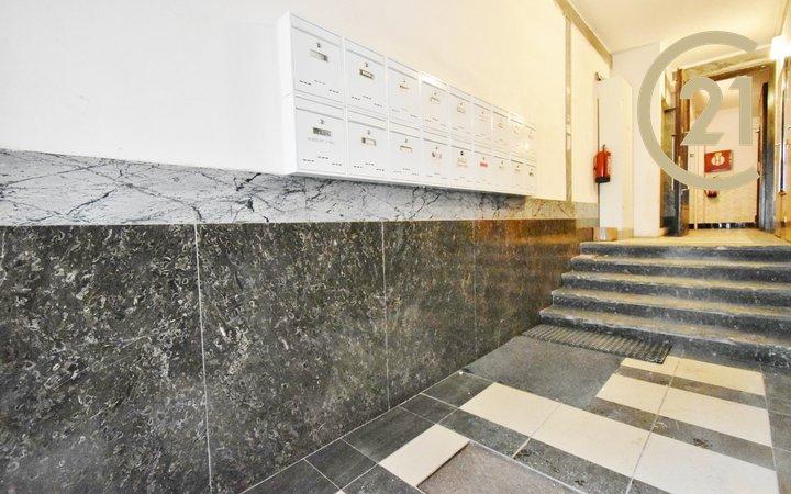 Pronájem pěkného velký bytu 2+kk 77 m² s šatnou - ul. Příční 32