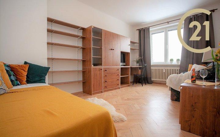 Pronájem bytu 1+1, 36m² - Praha - Břevnov