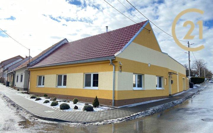 Prodej rodinného domu 2+1 s garáží a bazénem - Hodějice