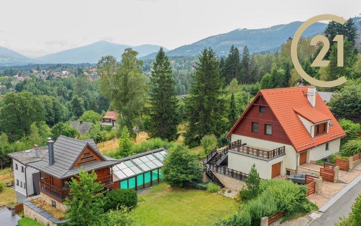 Luxusní dům s krytým bazénem a wellness - relax zónou