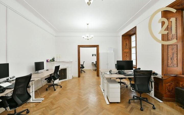 Pronájem 102 m2 kancelářských prostor v historickém centru Prahy, Karlova 48