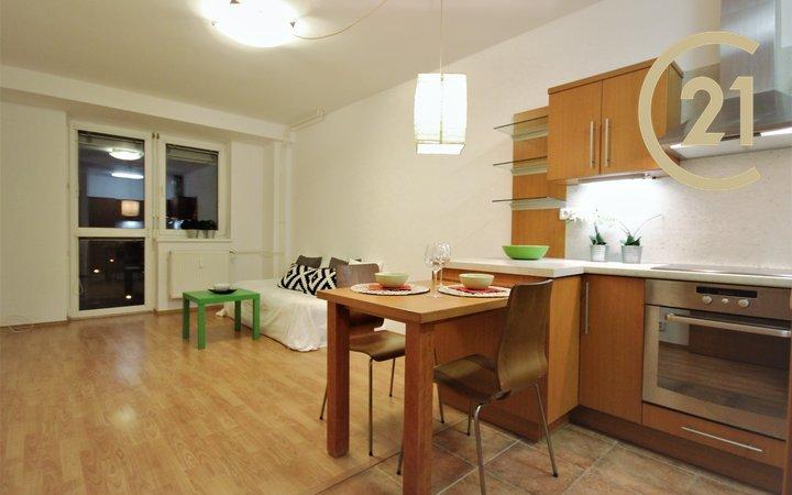 Podnájem krásného bytu 2+kk se dvěma šatnami a balkonem