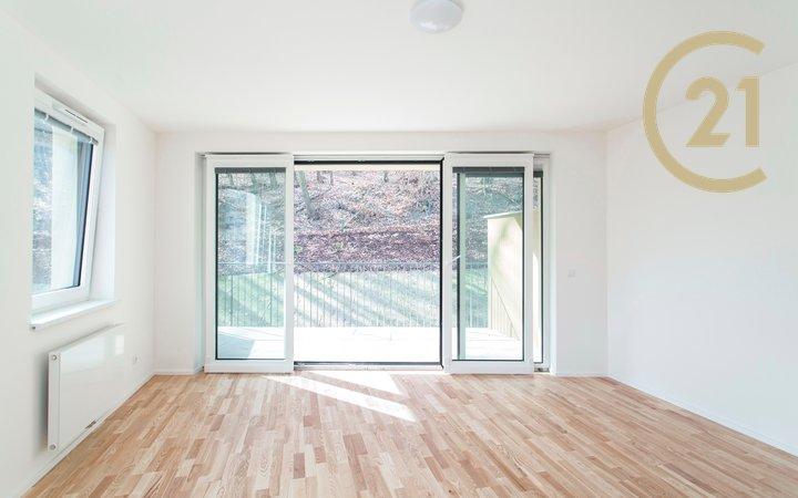 Pronájem bytu 2+kk s parkingem a terasou v novostavbě Rezidence Neklanka, Smíchov