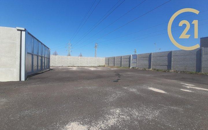 Prodej parkovacího a skladového dvora – Roudnice nad Labem – 328 m2