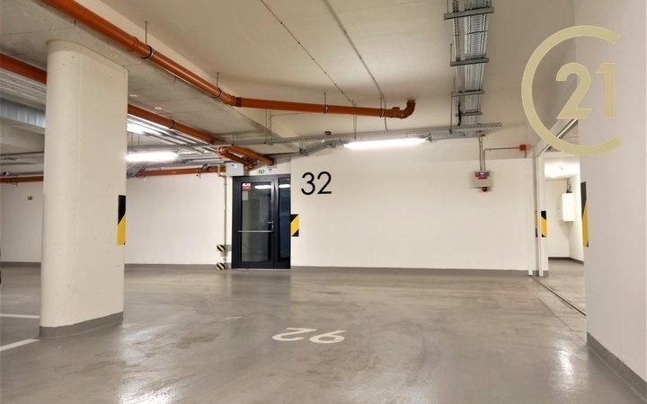 Pronájem garážového stání - Praha 7, ul. U Průhonu - 21m²